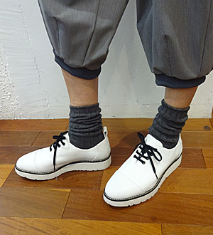 KEI Hayama PLUSデザイナー 葉山啓子おすすめ 毎日着たい定番アイテム おすすめ足元スタイリング コーデ01