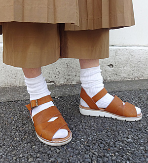 KEI Hayama PLUSデザイナー 葉山啓子おすすめ 毎日着たい定番アイテム おすすめ足元スタイリング コーデ02