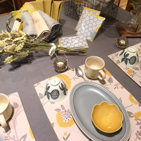 table:Beige×Yellow